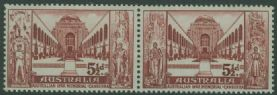 AUS SG302a 5½d Brown-Red War Memorial horizontal pair